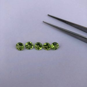 6mm peridot gemstone